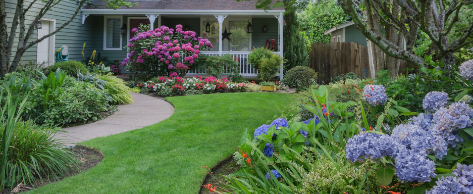 A beautiful landscape starts with customized spring, summer, fall, and winter lawn care treatments from Royal Turf!